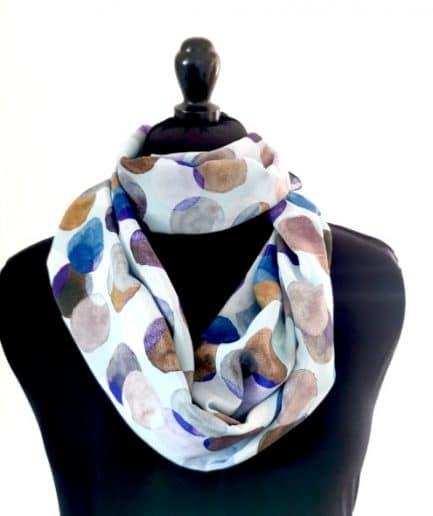 Echarpe en soie pois bleu
